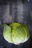Λάχανο στην υπερυψωμένη άποψη πλακών στοκ εικόνα