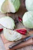 Λάχανο Cutted στον τέμνοντα πίνακα Στοκ Εικόνα