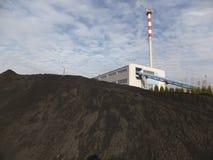 Λέβητας άνθρακα καπνοδόχων και αποθήκευση του λεπτού άνθρακα Στοκ Εικόνες
