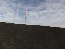 Λέβητας άνθρακα καπνοδόχων και αποθήκευση του λεπτού άνθρακα Στοκ φωτογραφίες με δικαίωμα ελεύθερης χρήσης