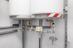 λέβητας για τη θέρμανση νερού, σύστημα σωληνώσεων στοκ εικόνα