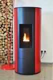 Λέβητας για το καυσόξυλο και τις ξύλινες ανθρακόπλινθους Θέρμανση καυσόξυλου για το σπίτι Λέβητας καυσόξυλου Στοκ εικόνα με δικαίωμα ελεύθερης χρήσης