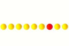 Λέκιθοι αυγών με το ένα που ξεχωρίζει από το πλήθος κύριο εκτελεστικό ο Στοκ εικόνες με δικαίωμα ελεύθερης χρήσης