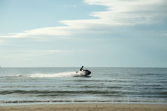 Λέμβος ταχύτητας στη θάλασσα Στοκ φωτογραφία με δικαίωμα ελεύθερης χρήσης