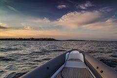Λέμβος ταχύτητας στη θάλασσα στοκ φωτογραφίες με δικαίωμα ελεύθερης χρήσης