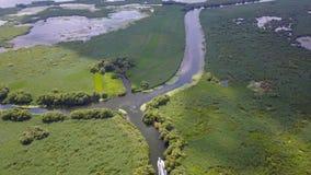Λέμβος ταχύτητας στον ποταμό φιλμ μικρού μήκους