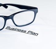 Λέξεις επιχειρηματικών σχεδίων κοντά στα γυαλιά, επιχειρησιακή έννοια Στοκ φωτογραφίες με δικαίωμα ελεύθερης χρήσης