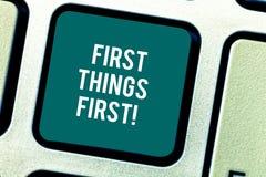 Λέξης γραψίματος πρώτη επιχειρησιακή έννοια πραγμάτων κειμένων πρώτη για τα σημαντικά θέματα εάν εξετασμένος πριν από άλλα πράγμα απεικόνιση αποθεμάτων