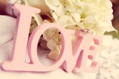 Λέξη αγάπης ως γαμήλια λεπτομέρεια Στοκ Φωτογραφία