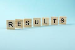 Λέξη αποτελεσμάτων στο μπλε Πετύχετε την επιχειρησιακή επιτυχία, να είστε νικητής στις εκλογές, τη λαϊκή ψηφοφορία ή την αθλητική Στοκ Φωτογραφίες
