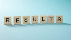 Λέξη αποτελεσμάτων στο μπλε Πετύχετε την επιχειρησιακή επιτυχία, να είστε νικητής στις εκλογές, τη λαϊκή ψηφοφορία ή την αθλητική Στοκ Εικόνες