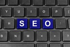 Λέξη βελτιστοποίησης μηχανών SEO ή αναζήτησης στο πληκτρολόγιο Στοκ Εικόνες