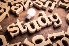 Λέξη μελέτης στον πίνακα στοκ εικόνα με δικαίωμα ελεύθερης χρήσης