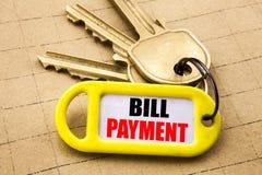 Λέξη, πληρωμή γραψίματος Μπιλ Η επιχειρησιακή έννοια για την τιμολόγηση πληρώνει τις δαπάνες που γράφονται στο βασικό κάτοχο, κατ στοκ φωτογραφίες