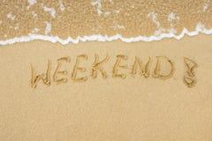 λέξη Σαββατοκύριακου άμμου γραπτή Στοκ εικόνες με δικαίωμα ελεύθερης χρήσης