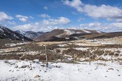 Λέξη το ερωτικό τραγούδι σε Kangding στο βουνό Zheduo Στοκ Φωτογραφία