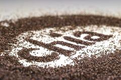 Λέξη Chia που γίνεται από το hispanica Salvia σπόρων chia στο άσπρο υπόβαθρο Στοκ Φωτογραφίες
