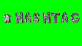 Λέξη hashtag από τις ασημένιες επιστολές μπαλονιών ηλίου που επιπλέουν στην πράσινη οθόνη - απόθεμα βίντεο
