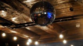 Λέσχη νύχτας - σφαίρα disco στο ανώτατο όριο απόθεμα βίντεο