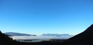 Λήψη κατά την άποψη Torres del Paine στη λίμνη National πάρκων Στοκ φωτογραφία με δικαίωμα ελεύθερης χρήσης