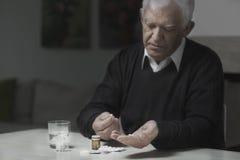 Λήψη πολλών φαρμάκων Στοκ φωτογραφία με δικαίωμα ελεύθερης χρήσης