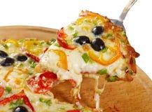 Λήψη της φέτας της πίτσας, λειωμένο στάλαγμα τυριών στοκ φωτογραφία με δικαίωμα ελεύθερης χρήσης