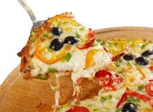 Λήψη της φέτας της πίτσας, λειωμένο στάλαγμα τυριών στοκ εικόνες με δικαίωμα ελεύθερης χρήσης