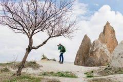 Λήψη των φωτογραφιών του δύσκολου τοπίου βουνών σε Cappadocia Στοκ Εικόνα