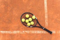 Λίγα στρογγυλά αντικείμενα στη ρακέτα αντισφαίρισης Στοκ εικόνα με δικαίωμα ελεύθερης χρήσης