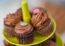 Λίγα cupcakes στο πιάτο Στοκ Εικόνες