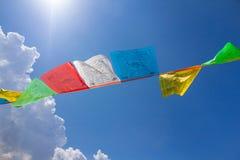 Λίγες βουδιστικές θιβετιανές σημαίες προσευχής Στοκ εικόνες με δικαίωμα ελεύθερης χρήσης