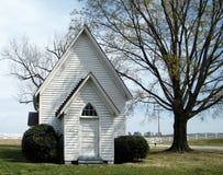 Λίγη άσπρη εκκλησία Στοκ εικόνα με δικαίωμα ελεύθερης χρήσης
