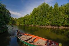 Λίγη βάρκα στην αγροτική σκηνή Στοκ Φωτογραφίες