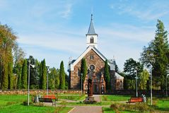 Λίγη εκκλησία στην πόλη Andrioniskis - περιοχή Anyksciai Στοκ Εικόνες