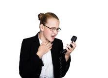 Λίγη επιχειρησιακή γυναίκα που μιλά σε ένα τηλέφωνο, που κραυγάζει στο τηλέφωνο Πορτρέτο στούντιο του κοριτσιού παιδιών στο επιχε Στοκ φωτογραφία με δικαίωμα ελεύθερης χρήσης
