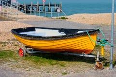Λίγη κίτρινη βάρκα Στοκ εικόνα με δικαίωμα ελεύθερης χρήσης