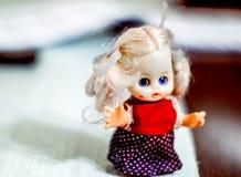 Λίγη κούκλα από την παιδική ηλικία στοκ φωτογραφία με δικαίωμα ελεύθερης χρήσης