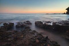 Λίγη παραλία κορώνας Corona del Mar στο ηλιοβασίλεμα Στοκ Εικόνες