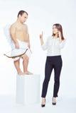Λίγος άγγελος με ένα τόξο και μια επιχειρηματία Στοκ εικόνες με δικαίωμα ελεύθερης χρήσης