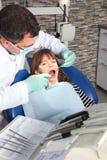 Λίγος ασθενής στο γραφείο οδοντιάτρων Στοκ Φωτογραφίες