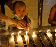 Λίγος βιρμανός μοναχός με τις παραδοσιακές κούκλες Στοκ φωτογραφία με δικαίωμα ελεύθερης χρήσης