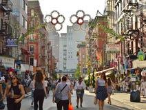 Λίγος κεντρικός δρόμος πόλεων της Ιταλίας Νέα Υόρκη στοκ εικόνα με δικαίωμα ελεύθερης χρήσης