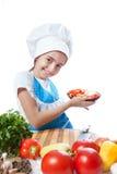 Λίγος μάγειρας με ένα πιάτο της σαλάτας και των λαχανικών Στοκ Φωτογραφία
