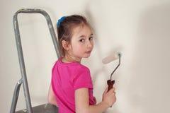 Λίγος όμορφος σπίτι-ζωγράφος στοκ εικόνα με δικαίωμα ελεύθερης χρήσης