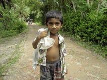Λίγο αγροτικό αγόρι που πηγαίνει στο σχολείο Στοκ εικόνα με δικαίωμα ελεύθερης χρήσης