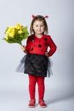 Λίγο αστείο κορίτσι στο κοστούμι ladybug Στοκ Φωτογραφία