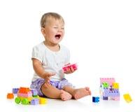 Λίγο εύθυμο παιδί με το σύνολο κατασκευής Στοκ Εικόνα