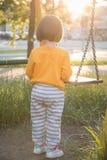 Λίγο κοριτσάκι με την ταλάντευση Στοκ Φωτογραφίες