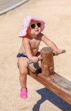 Λίγο κοριτσάκι στην παραλία Στοκ εικόνες με δικαίωμα ελεύθερης χρήσης