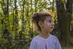 Λίγο κοριτσάκι στο πάρκο Στοκ Φωτογραφίες